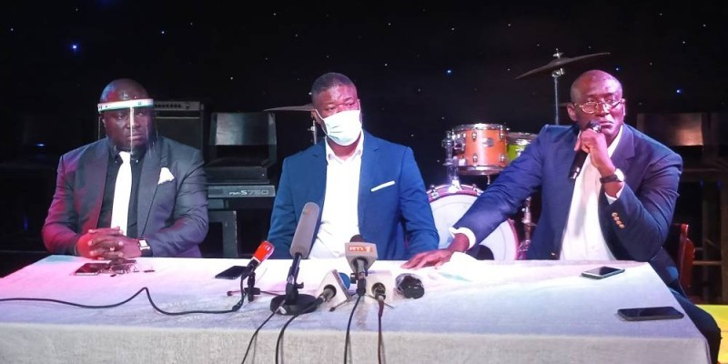 Serge Bri, président du Mopen (au centre) appelle à soutenir le secteur des bars et discothèques qui ploie sous les effets de la crise. (DR)