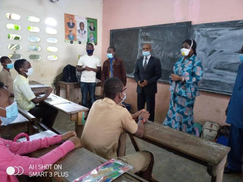 La ministre en charge de  l'Education nationale, Kandia Camara lors de sa visite à l'Institut national ivoirien pour la promotion des aveugles(Ina).