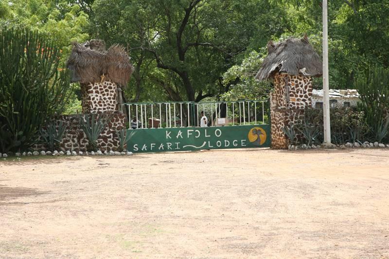 Un complexe hôtelier ultra moderne, autrefois fleuron du tourisme ivoirien, supplante le village (photo Poro Dagnogo)
