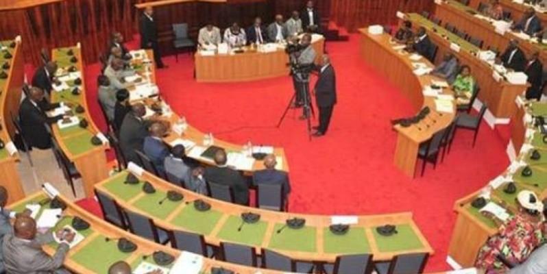 Les élus ont débattu, dans un climat détendu, pour donner leur appui aux différents projets soumis à leur analyse par des représentants du Président de la République. (DR)