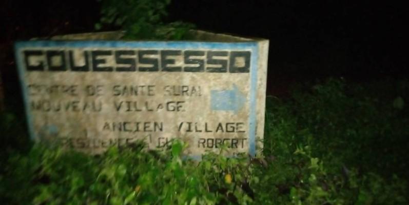 La borne qui indique le village Gouessesso. (Saint Tra-Bi)