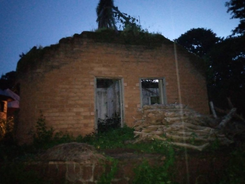 Une des nombreuses maisons en ruine. (Saint Tra-Bi)