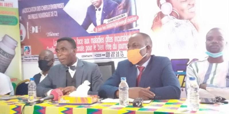 Dr Jean Yves Diamana (au centre), lors de la conférence de presse. (Dr)
