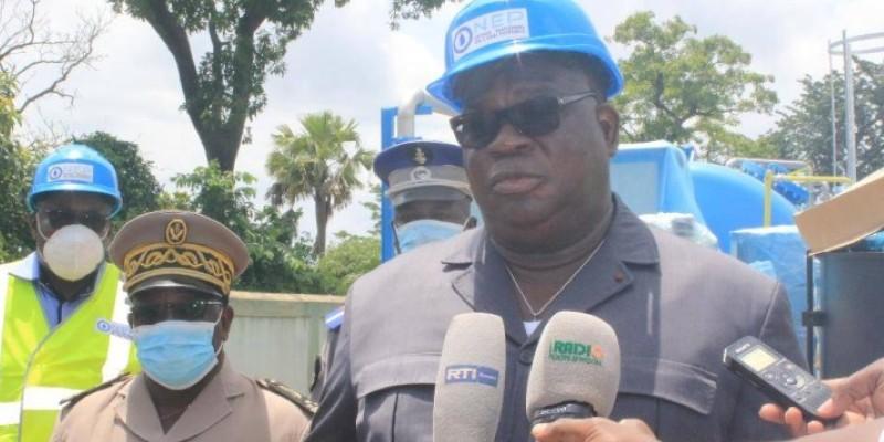 Le ministre Laurent Tchagba, lors du lancement des travaux d'installation Ucd à Boundiali et Tengrela. (Dr)