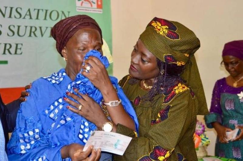 Les familles ont reçu chacune la somme de 300 000 FCfa des mains de la ministre Mariatou Koné. (Photo d'archives)