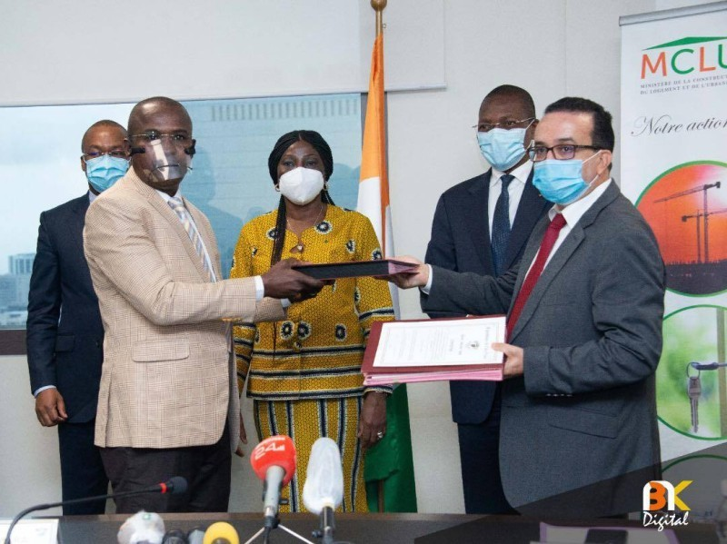 Signature convention pour la construction des logements des enseignants. (DR)