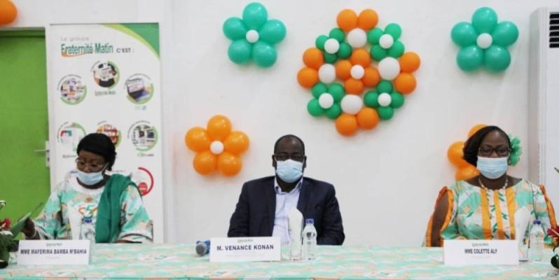 Le Dg de Fraternité Matin (au centre), la Dga des Impôts à gauche et la présidente de l'Afm à droite. (Josephine Kouadio)