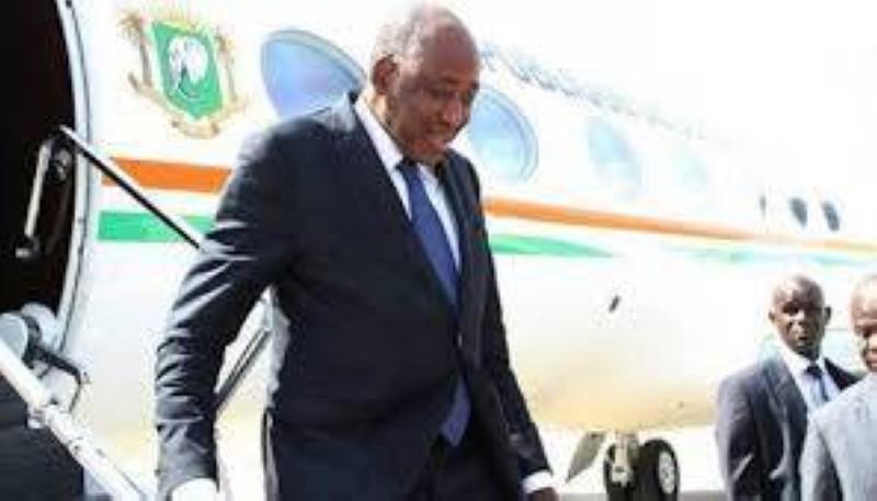 Amadou Gon Coulibaly, Premier ministre ivoirien, à son arrivée après un séjour médical de deux mois en France. (DR)