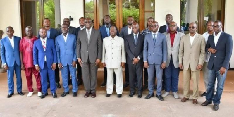 Henri Konan Bédié, au milieu des responsables des partis membres de la Cdrp. (Ph : Dr)