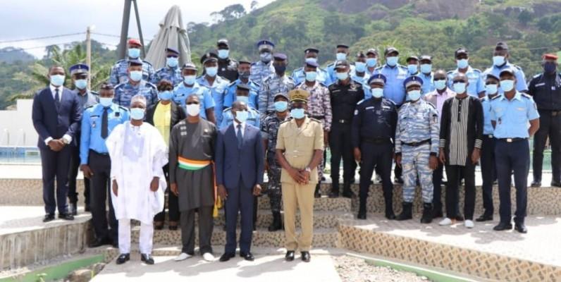 Le ministre Vagondo Diomandé (au centre) promet des élections apaisées. (DR)