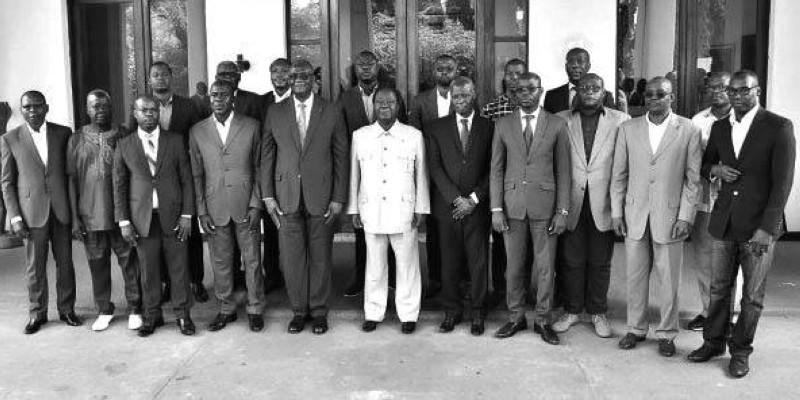 Henri Konan Bédié, au milieu des responsables des partis membres de la Cdrp. (Photo : Dr)