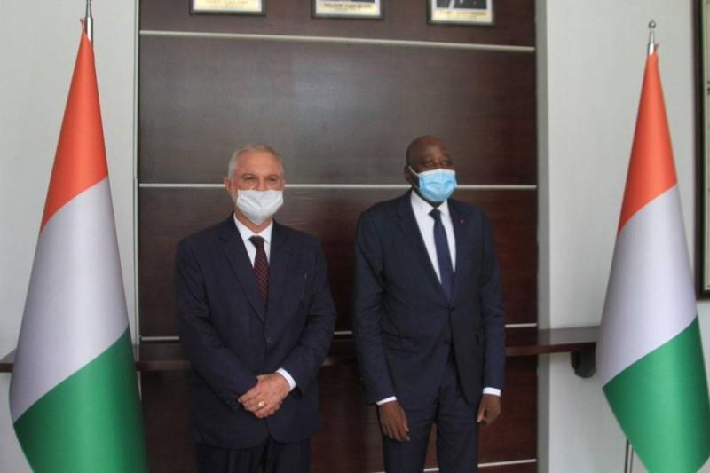 L'ambassadeur de France en Côte d'Ivoire, Gilles Huberson et le Premier ministre Amadou Gon Coulibaly après l'audience. (Sébastien Kouassi)