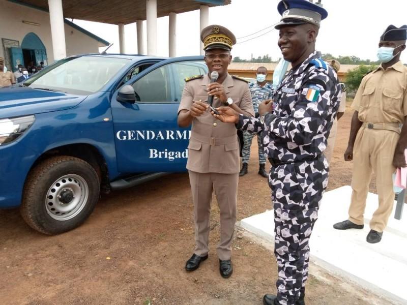 Le préfet Ibrahima Cissé a remis symboliquement les clés du véhicule de la brigade de gendarmerie. (DR)