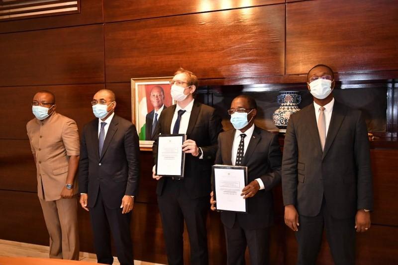 Le gouvernement ivoirien a procédé le mardi 7 juillet 2020, à Abidjan à la signature de deux contrats d'attribution de marchés pour la construction et la réhabilitation d'Etablissements Sanitaires