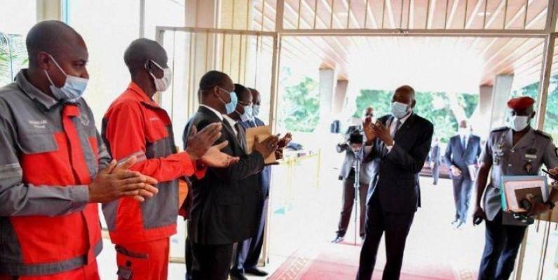 Ces acclamations à l'arrivée du Premier ministre lors du dernier conseil des ministres furent les dernières. (DR)