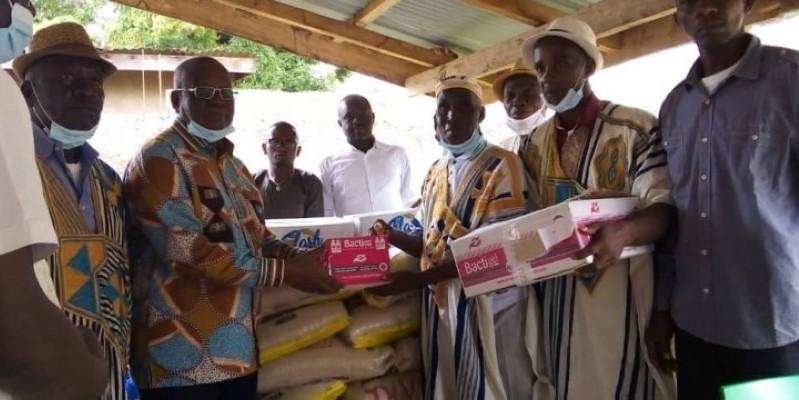 Les dons sont composés, entre autres, de sacs de riz, de bidons d'huile et du savon. (DR)