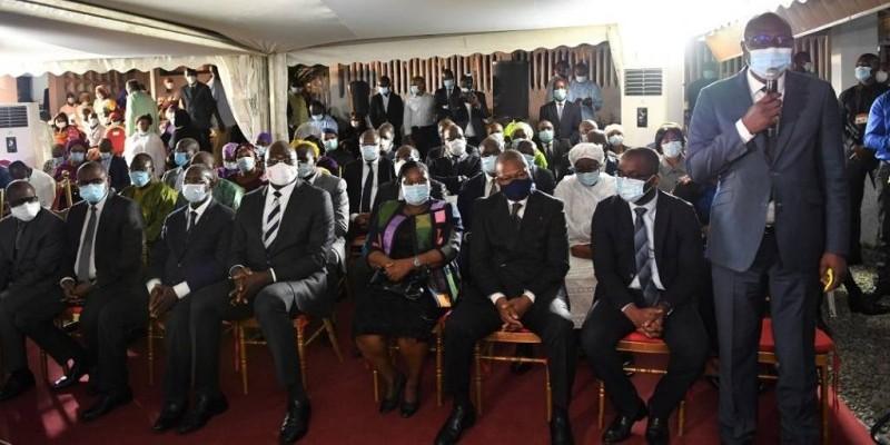 La délégation de la Primature conduite par le directeur de cabinet, Emmanuel Koffi Ahoutou, a salué la mémoire du grand homme d'Etat. (DR)