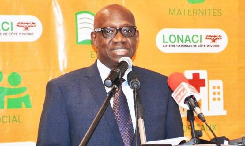Le directeur général de la Lonaci, Dramane Coulibaly, souhaite la réussite des élèves.(DR)