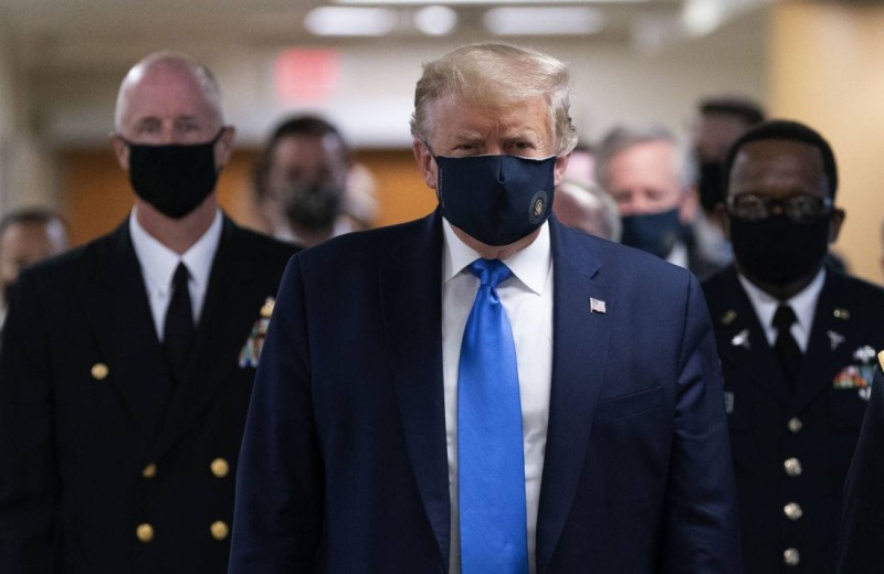 Trump masqué(DR)