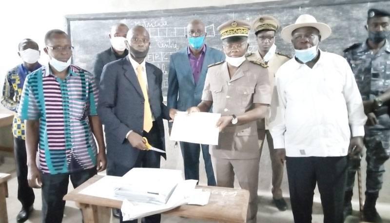 Le préfet Ibrahima Cissé a procédé au lancement du BEPC dans la région du Guemon. (Saint-Tra Bi)