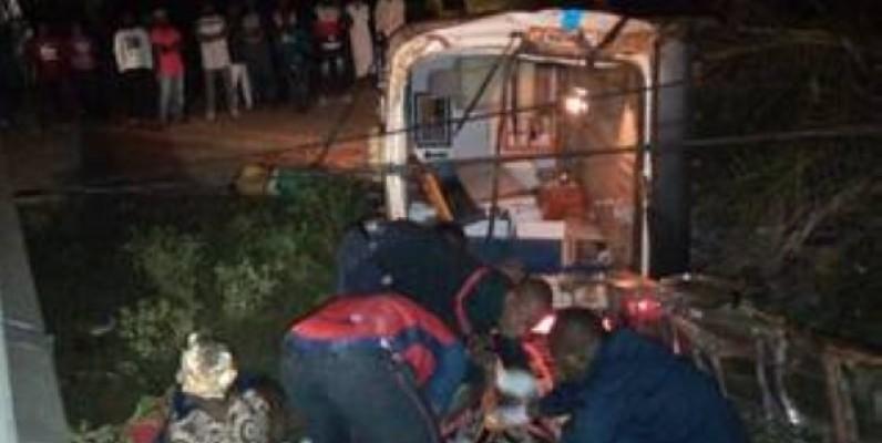 Les sapeurs-pompiers civils sur le lieu de l'accident. (AIP)