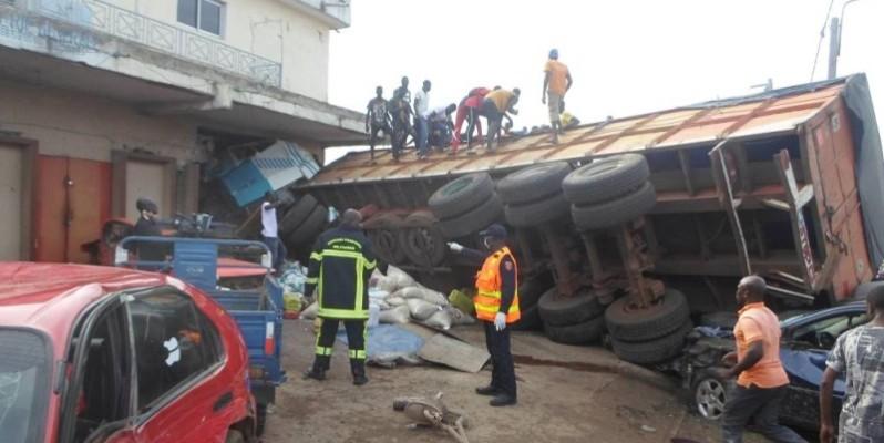 Les sapeurs pompiers étaient sur les lieux pour secourir les victimes.