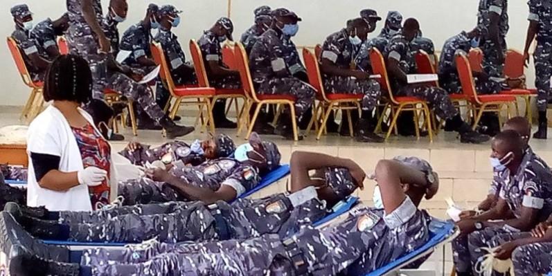 Les élèves policiers se sont mobilisés pour répondre à l'appel du gouvernement. (Photo: MY)