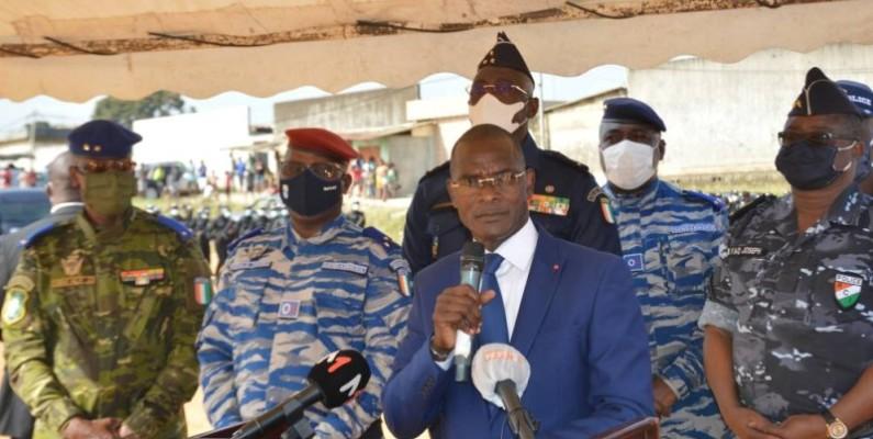 Le ministre Vagondo Diomandé (en costume) a rassuré que l'opération sera menée dans le strict respect des droits humains. (DR)