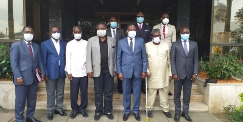 Les membres de la Commission électorale attendent les dossiers des candidats. (DR)