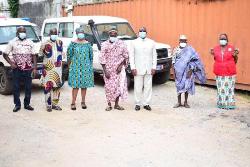 Des chefs traditionnels reconnaissants à la Croix Rouge pour ses actions de solidarité (DR)