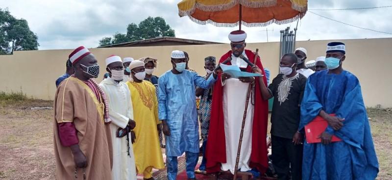 L'imam Ali N'Guessan ( au micro) a prôné la paix lors des futures élections.(DR)