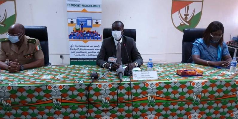 Le directeur de Cabinet du ministre du Budget et du portefeuille de l'Etat, Adama Sall (au centre), a rappelé aux douaniers les attentes du gouvernement. (DR)