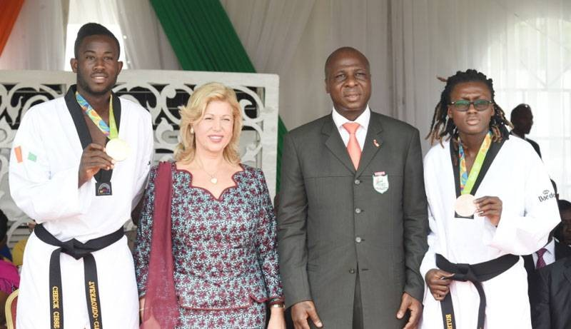 En quelques années, le président Bamba Cheick Daniel (deuxième à partir de la droite) et son équipe ont hissé l'art martial coréen au sommet du monde. (DR)