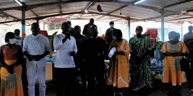 Le chef de cabinet de Dosso Moussa (au micro) exhorte les fidèles méthodistes à la prière. (DR)