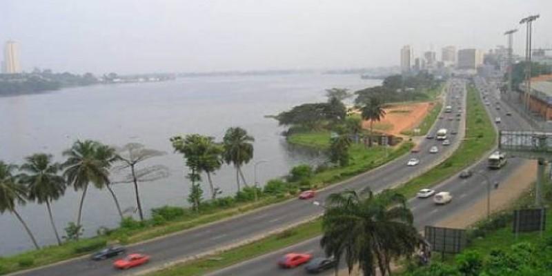 Calme plat sur les bords de la lagune Ebrié. Les Abidjanais ont vaqué normalement à leurs occupations. (DR)