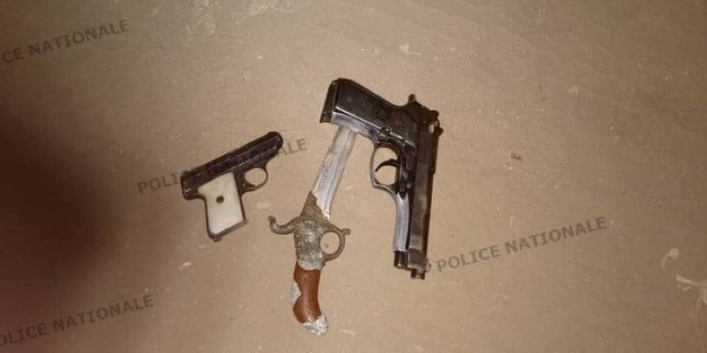 Les armes à feu retrouvées sur les présumés malfrats. (Dgpn)