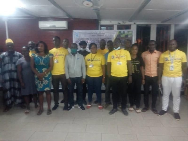 """L'ONG a lancé """"l'opération 1000 table-bancs """" pour la Nawa"""