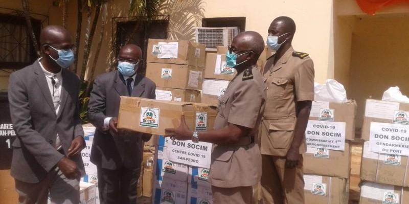 Coulibaly Ousmane, Préfet de region, Préfet du département de San Pedro, recevant les dons de la SOCIM