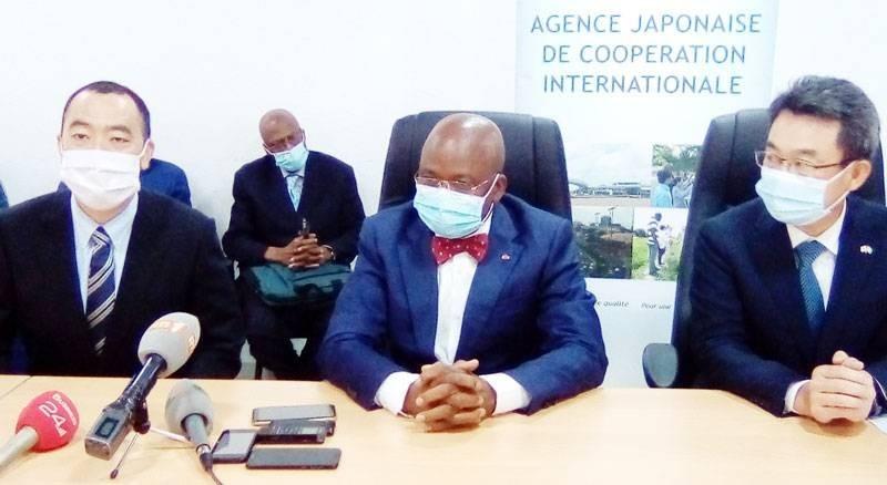 Le ministre des Ressources animales et halieutiques, Moussa Dosso (au centre). (DR)