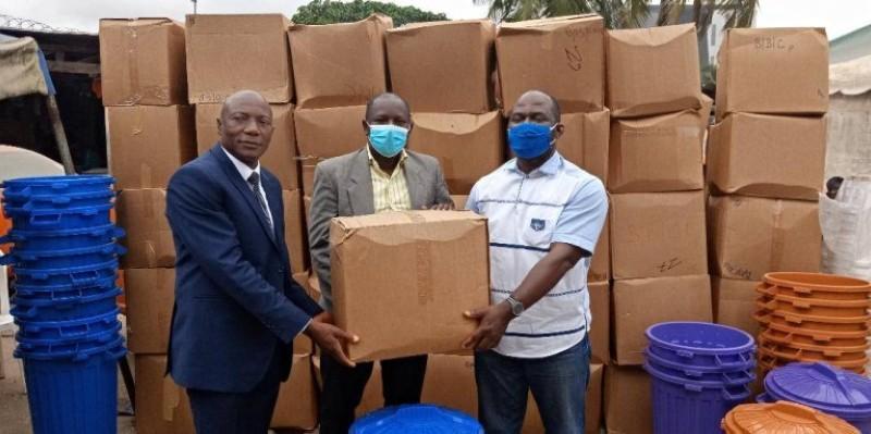 Des kits sanitaires ont été remis aux conducteurs au cours de la cérémonie. (DR)