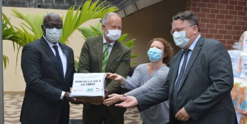 Remise de kits sanitaire à la Cnfci. (DR)