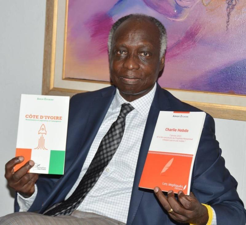 L'auteur Amon Êtchian présentant ces deux dernières publications (DR)