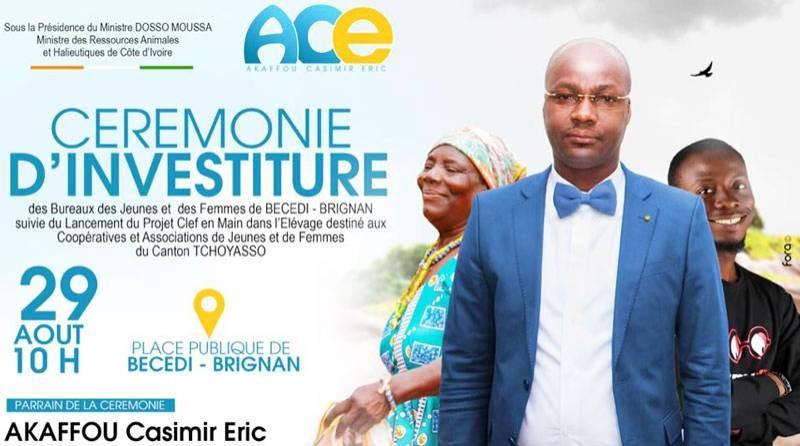 Eric-Casimir Akaffou (en costume), chef de cabinet du ministre des Ressources animales et halieutiques, fils du canton Tchoyasso, parrain de la cérémonie d'investiture des bureaux des jeunes et des femmes de Bécédi-Brignan. (DR)