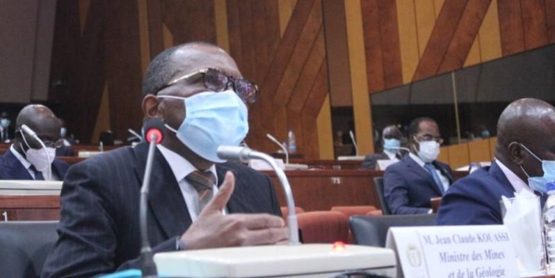 Jean-Claude Kouassi, ministre des Mines et de la Géologie, face aux sénateurs, à Yamoussoukro. (DR)