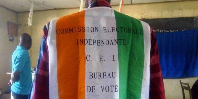 Un agent de bureau dans un centre de vote. (DR)