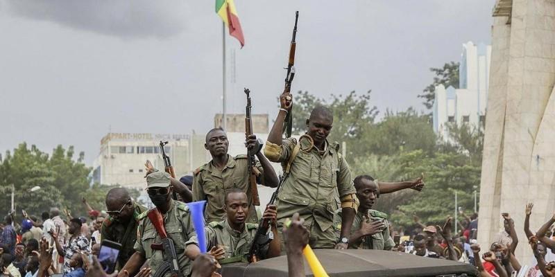 Des militaires maliens paradant après leur coup de force qui a vu l'éviction du Président Ibrahim Boubacar Kéita. (DR)
