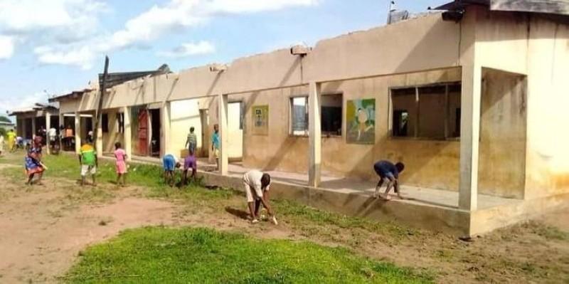 Une vue de l'école primaire publique du village de Lahogora ravagée par une tornade il y a deux mois.(DR)