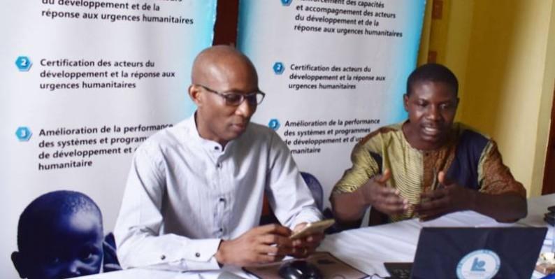Le directeur exécutif de Madiba Afrique, Honorat Sognon (en lunettes), a encouragé les étudiants de l'Uao à s'intéresser aux métiers de l'humanitaire. (DR)