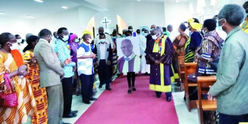 Levée du corps du Pr Paul N'Da: un hommage a été rendu au défunt à Ivosep.