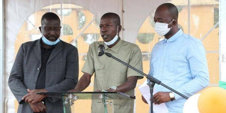 La jeunesse malinké, à travers son porte-parole Touré Adamo Abdoul (au centre)  a déclaré agir résolument et sans calcul dans le sens du renfoncement de la cohésion sociale (Photo Joséphine Kouadio)